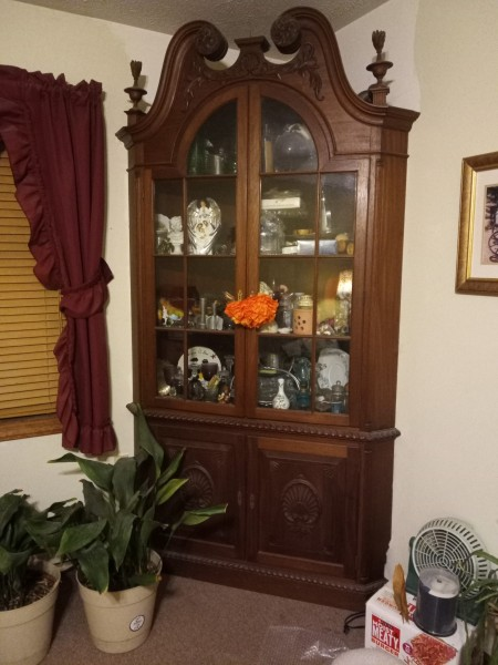 Value of a 1800 Mahogany Chippendale Corner Cabinet - corner cabinet with glass in the top doors