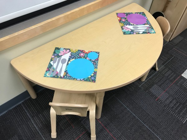 Play Placemats and Stovetop - round table with placemats
