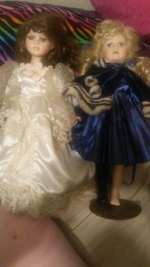 Value of Dandee Porcelain Dolls - the dolls lying side by side