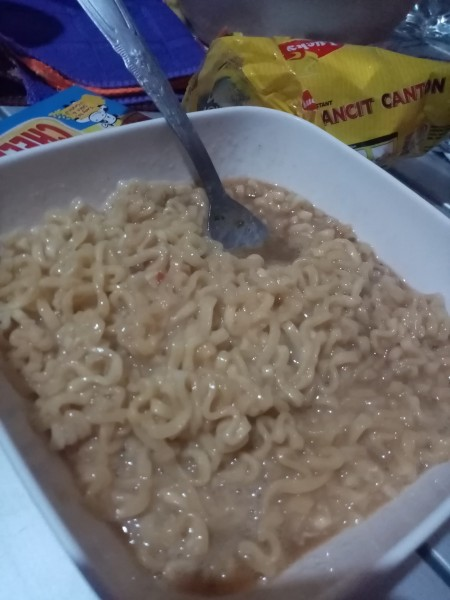 mixing egg & instant noodles