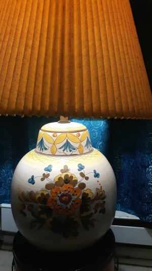 Identifying a Vintage Table Lamp - off white bean pot lamp with floral motif