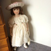 Finding the Value of Homeart Porcelain Dolls