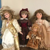 A collection of Geppeddo dolls.