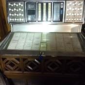 The jukebox, focused on the play options