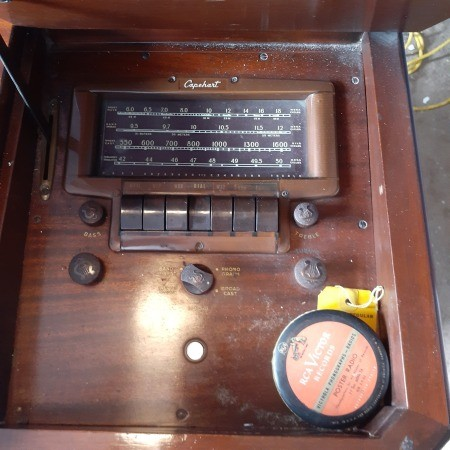 Capehart Console Phonograph and Radio - close up of radio