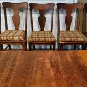 Identifying an Antique Dining Table and Chairs? - table and 5 chairs, one without the seat