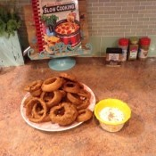 A plate of fried onion rings.