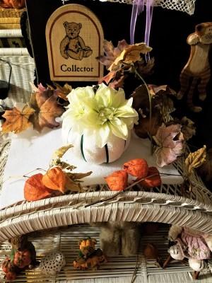 Easy Peasy Pumpkin Decor - pumpkin part of a fall decor setting