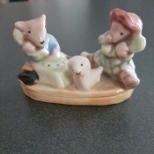 A small figurine featuring animals.