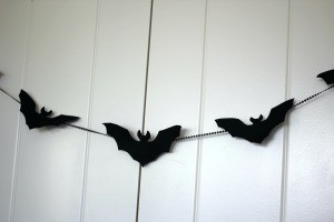 Simple Bat Garland/Bat Wall Decorations - closeup of the garland on the closet doors