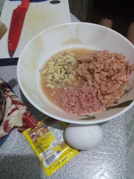 Ingredients for tuna and ham mushroom pepper steak.