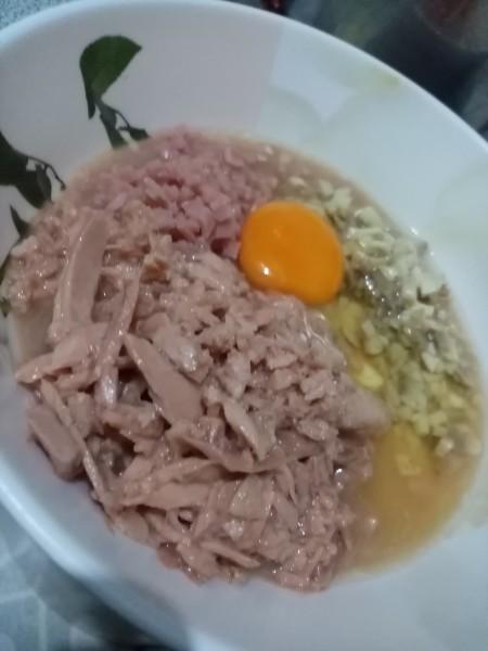 Ingredients for tuna ham mushroom pepper steak.