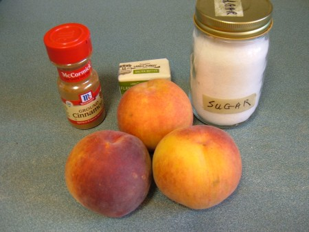 Ingredients for making baked peaches.