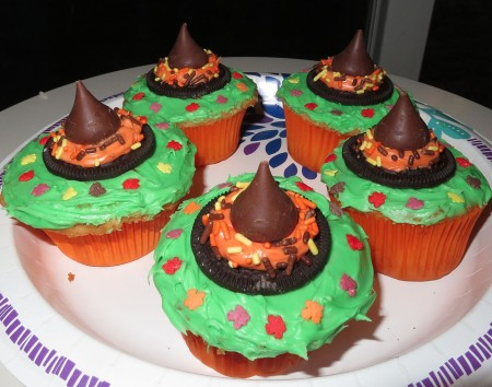 Cupcakes with witches hats.
