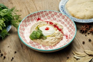 A plate of baba ganoush with pita bread.