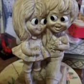 A figurine of a couple with large eyes.