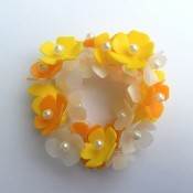 A Flower Bracelet from Plastic Cosmetic Containers